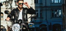 Motorcyklist med läderjacka